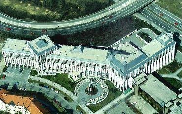 MARRIOT Hotel München, Ausführungsart: Titanzinkdeckung Doppelstehfalz/Sarnafil PVC